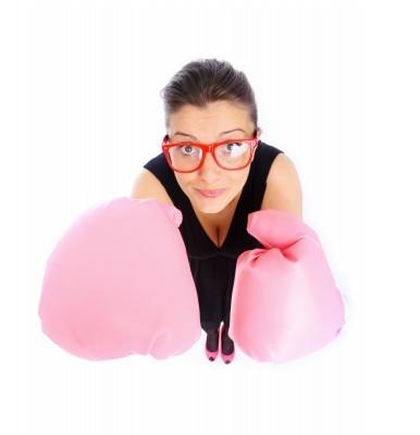 vrouw met bokshandschoenen