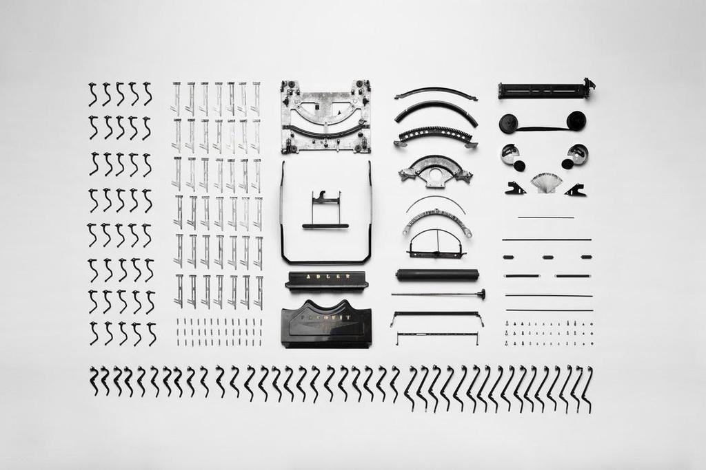 Typemachine in onderdelen